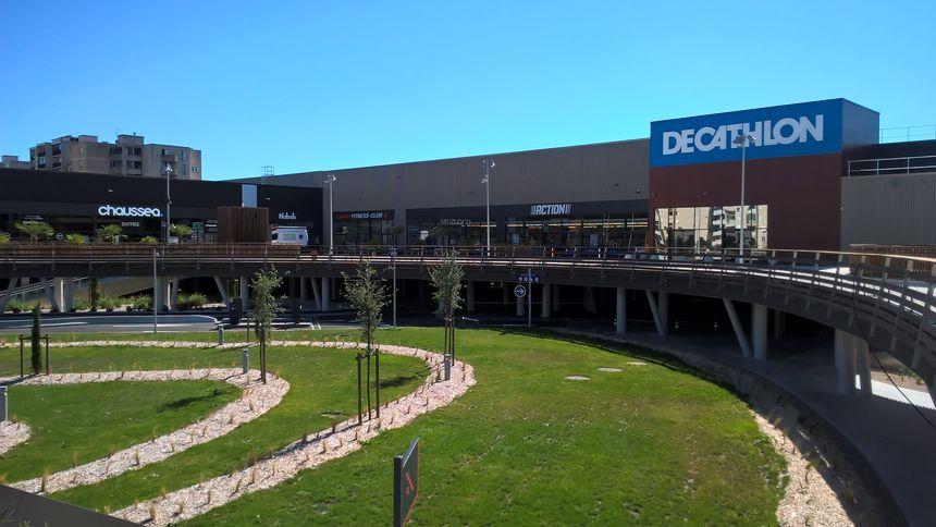 Toulouse vente du centre commercial de l hippodrome cbre - Centre commercial ouvert dimanche toulouse ...